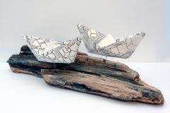 Die Flut   (Serie In Between ... Where), Installation Holz und Kohle auf Papier, 2016