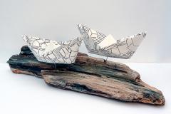Die Flut   (Serie In between where), Installation Holz und Kohle auf Papier, 2016